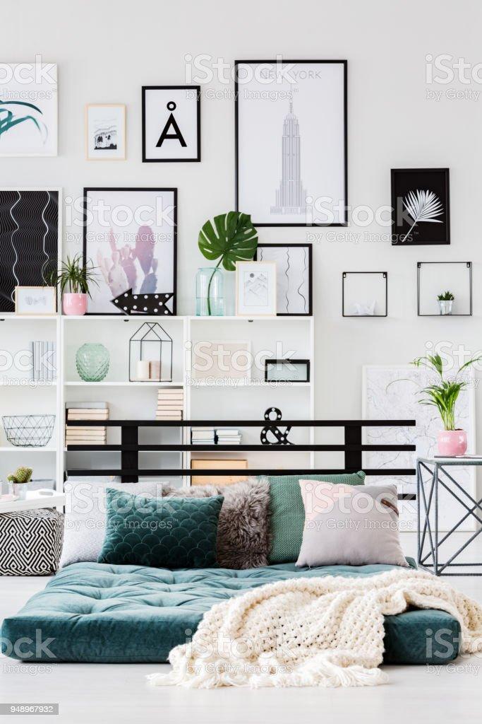 Moderne Schlafzimmer Innenraum Mit Poster Stockfoto und mehr ...