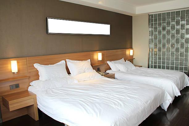 moderne schlafzimmer - jeff wood stock-fotos und bilder