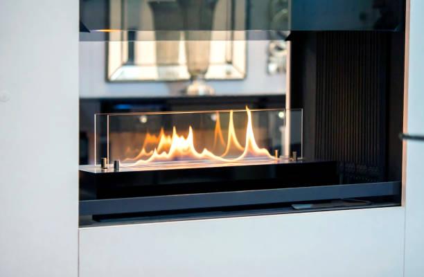 moderne bio fireplot kamin ethanol gas - gaskamin stock-fotos und bilder