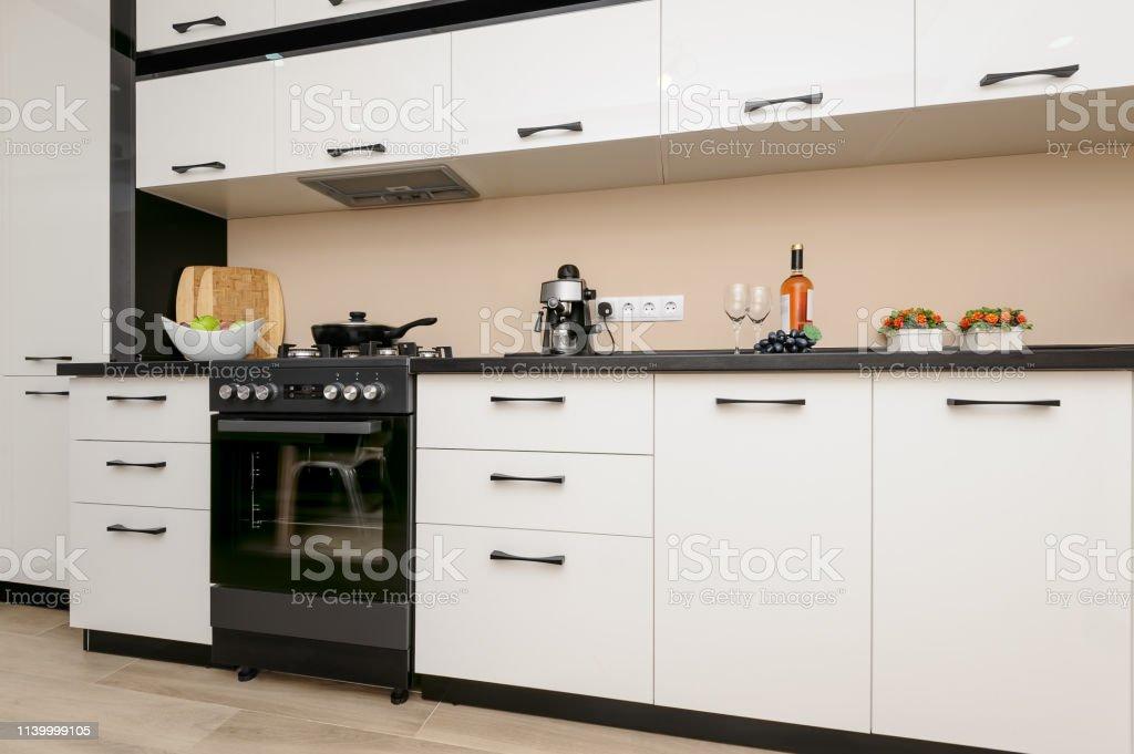 Moderne Schwarzweiße Küche Stockfoto und mehr Bilder von ...