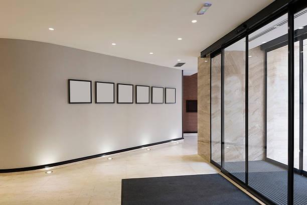 moderno edificio entrada - automático fotografías e imágenes de stock