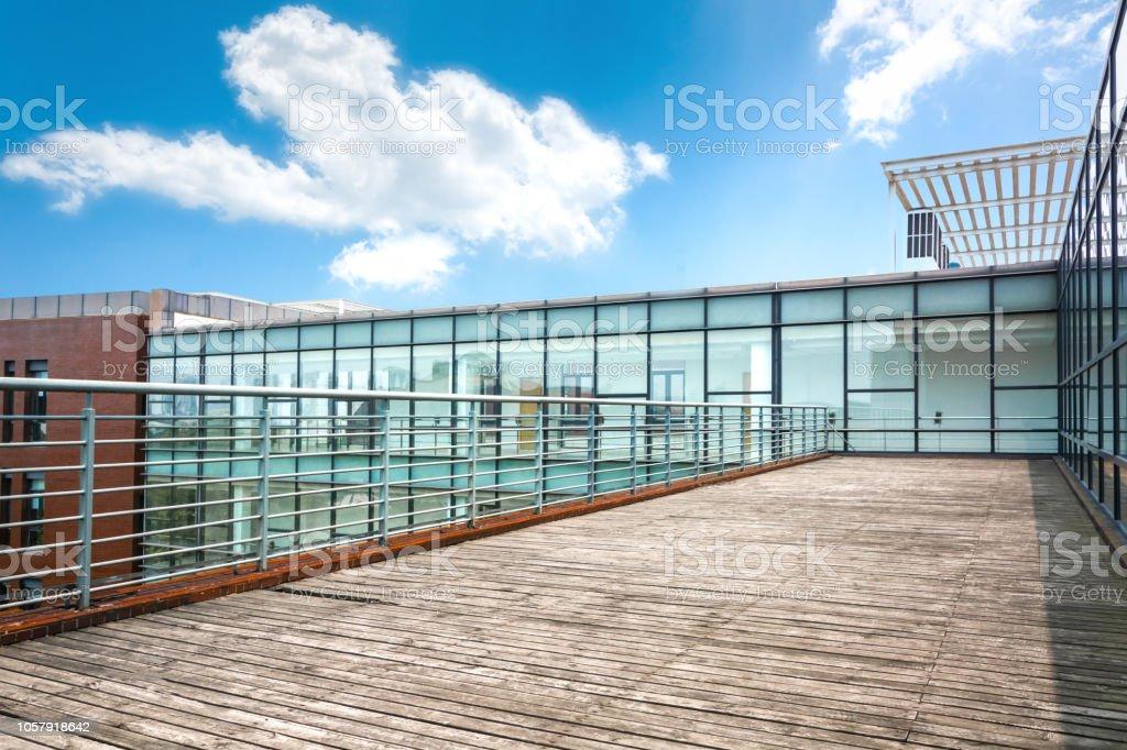 Exterior Del Edificio Moderno Con Terraza Foto De Stock Y