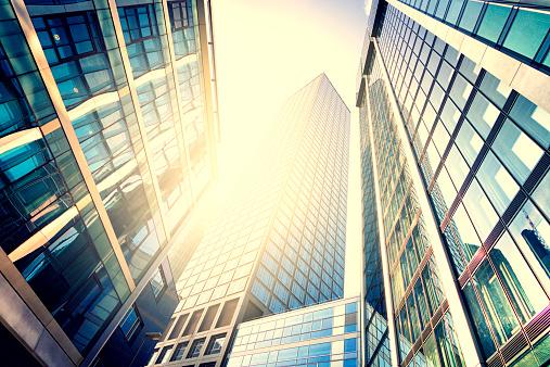 Moderne Gebäude In Helles Sonnenlicht Stockfoto und mehr Bilder von 2015