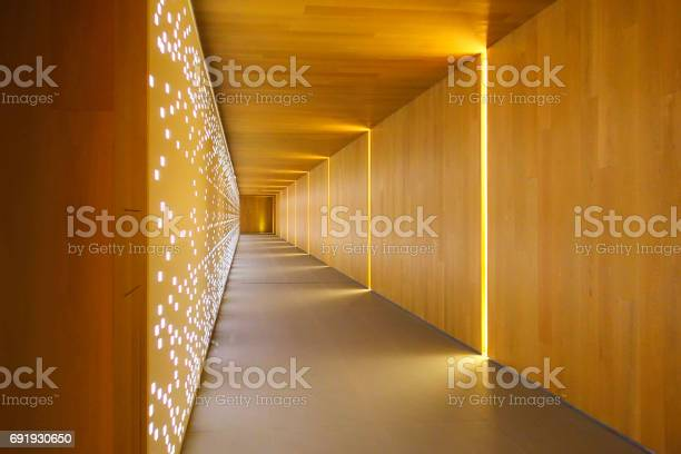 Modern building interiors picture id691930650?b=1&k=6&m=691930650&s=612x612&h=l9o7 vsvt6fikn18zw1fcmqidusuvnt29fwmhepg2fk=