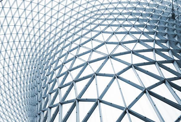 modernes gebäude-struktur mit geschwungenen steel - bogen architektonisches detail stock-fotos und bilder