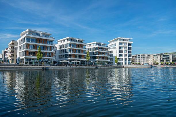 Modern buildings at the phoenix-lake in Dortmund (Nordrhein Westfalen) Germany - foto de stock