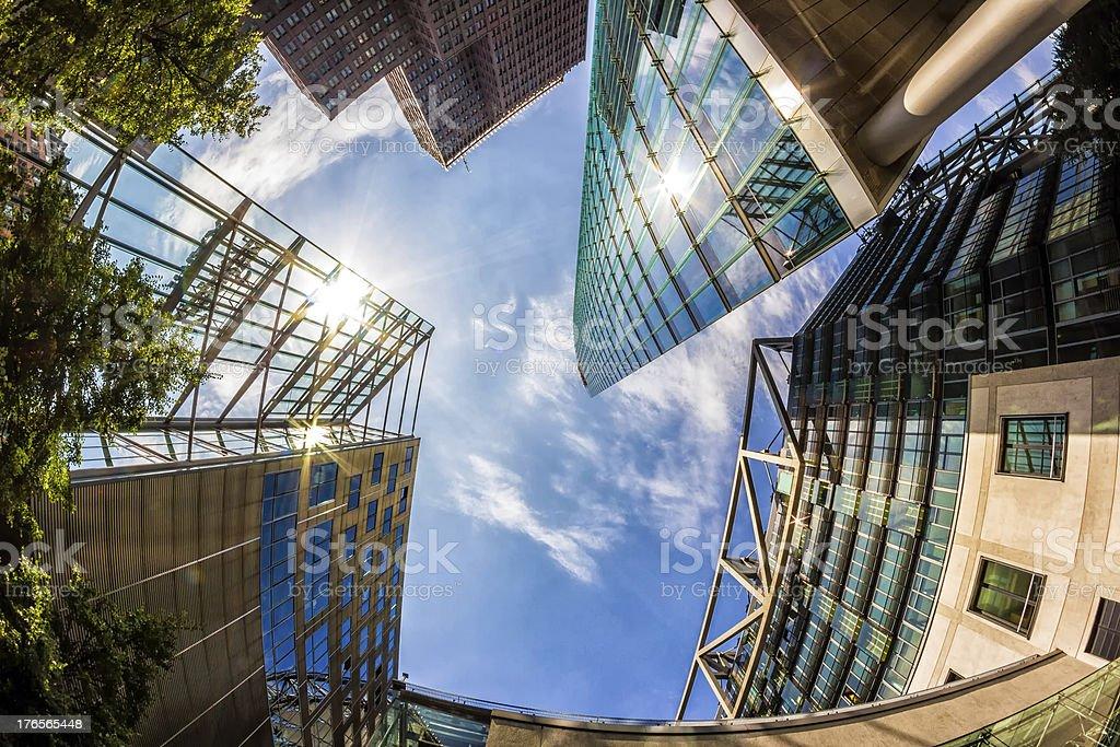 Sun Reflektionen auf moderne Gebäude in Berlin, Deutschland – Foto