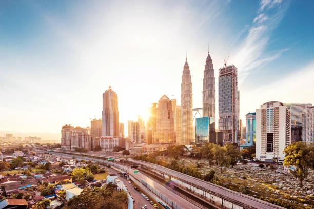 moderne gebouwen in midtown van moderne stad - maleisië stockfoto's en -beelden