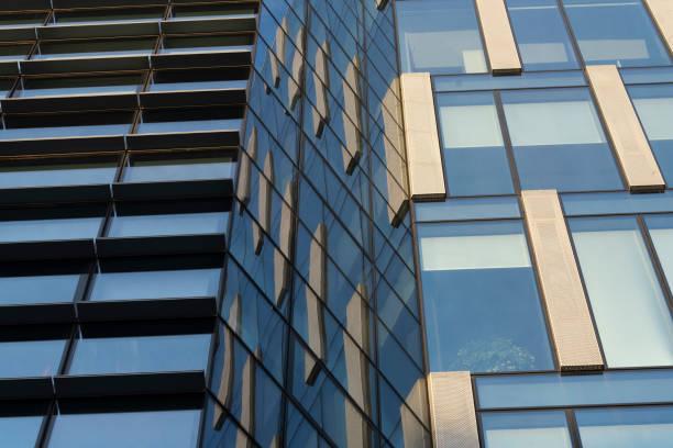 Edifícios modernos da praça Alvar Aalto em Milão, Itália - foto de acervo