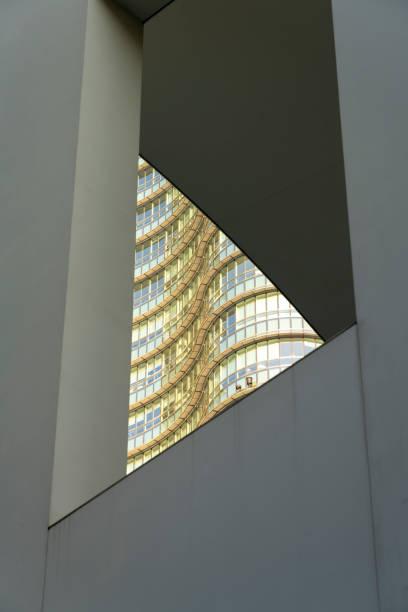 Edifícios modernos da praça Gae Aulenti em Milão, Itália - foto de acervo