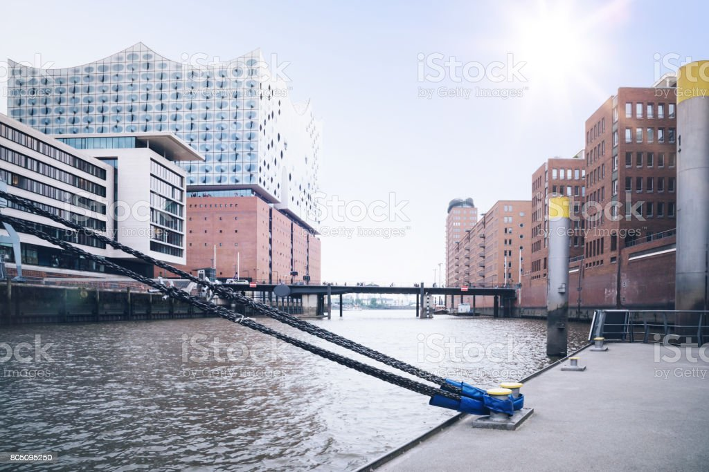 modernen Gebäuden am Ufer im Stadtteil Hafencity Hamburg, Deutschland – Foto