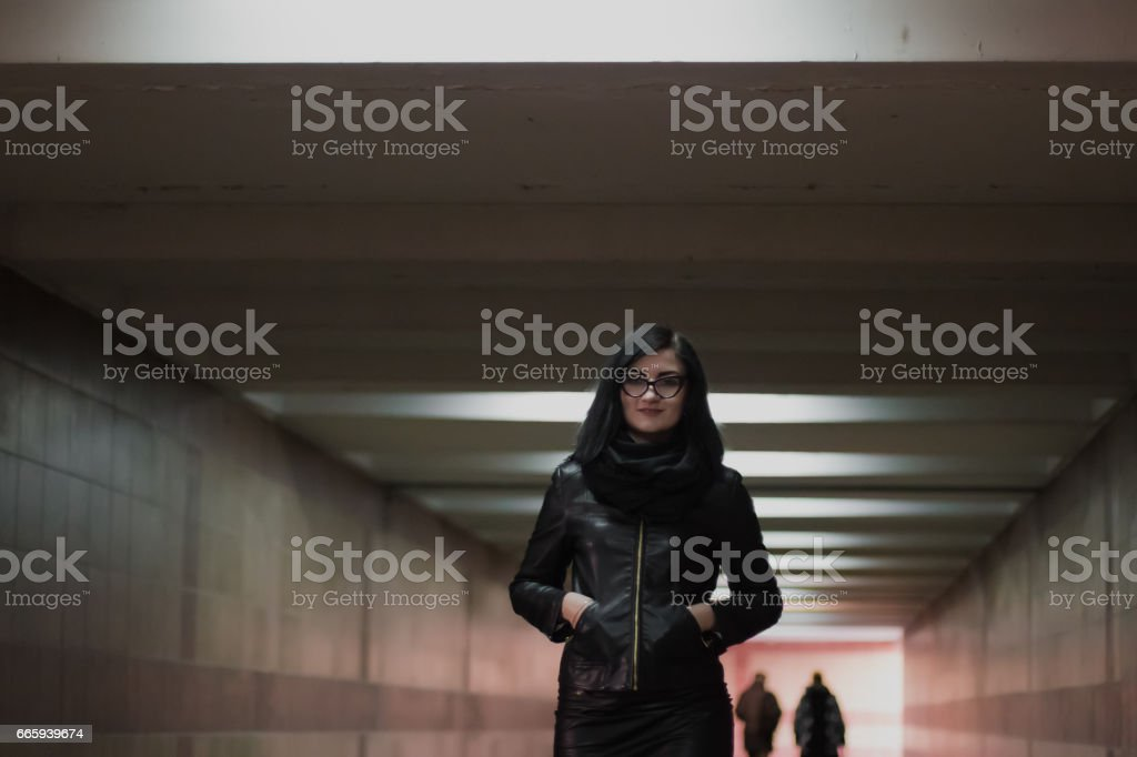 Modern business, female businessman is working in an underground passage over a new idea foto stock royalty-free