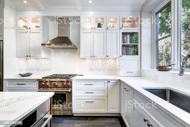 Modern canadian kitchen picture id1063294106?b=1&k=6&m=1063294106&s=612x612&h=lob9jjkvz br4smbc0u2iot3d7i2vzpgkixkggscxps=