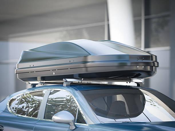nowoczesny samochód do podróży z bagażnikiem dachowym. renderowanie 3d - akcesorium osobiste zdjęcia i obrazy z banku zdjęć
