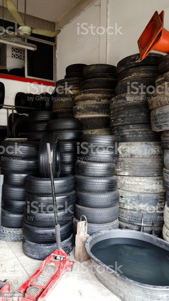 Modern Car Tire Service foto de stock royalty-free