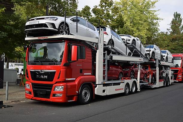 modern car transporter - autotransporter stock-fotos und bilder