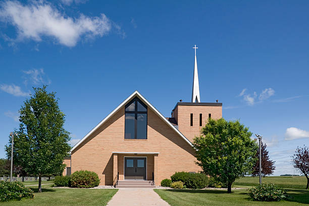 modern christian church in northern minnesota, usa - godsdienstige gebouwen stockfoto's en -beelden