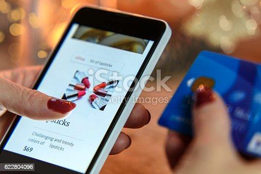 istock Modern Christmas ecommerce 622804096
