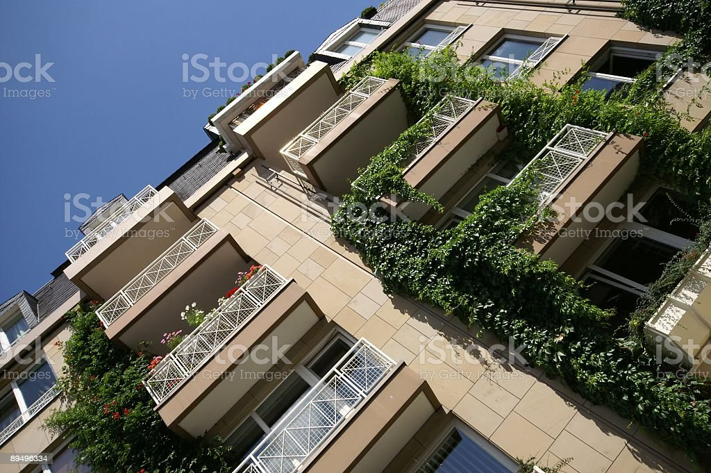 Moderno appartamento di città in Europa, ad angolo foto stock royalty-free