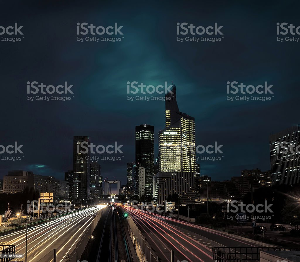Modern city at night with cars light lines. photo libre de droits