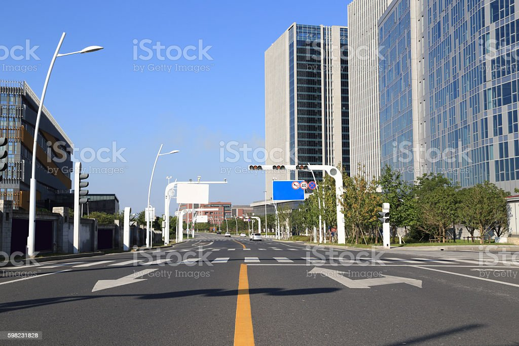 modern city road and building foto royalty-free