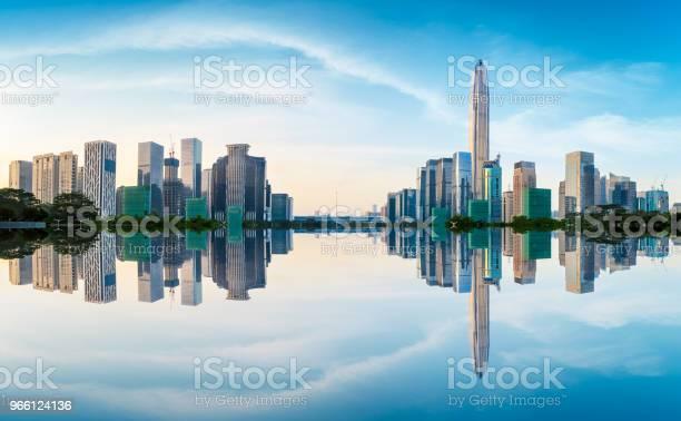 Modern City Skyline Och Vatten Speglar I Shenzhen Vid Soluppgången-foton och fler bilder på Arkitektur
