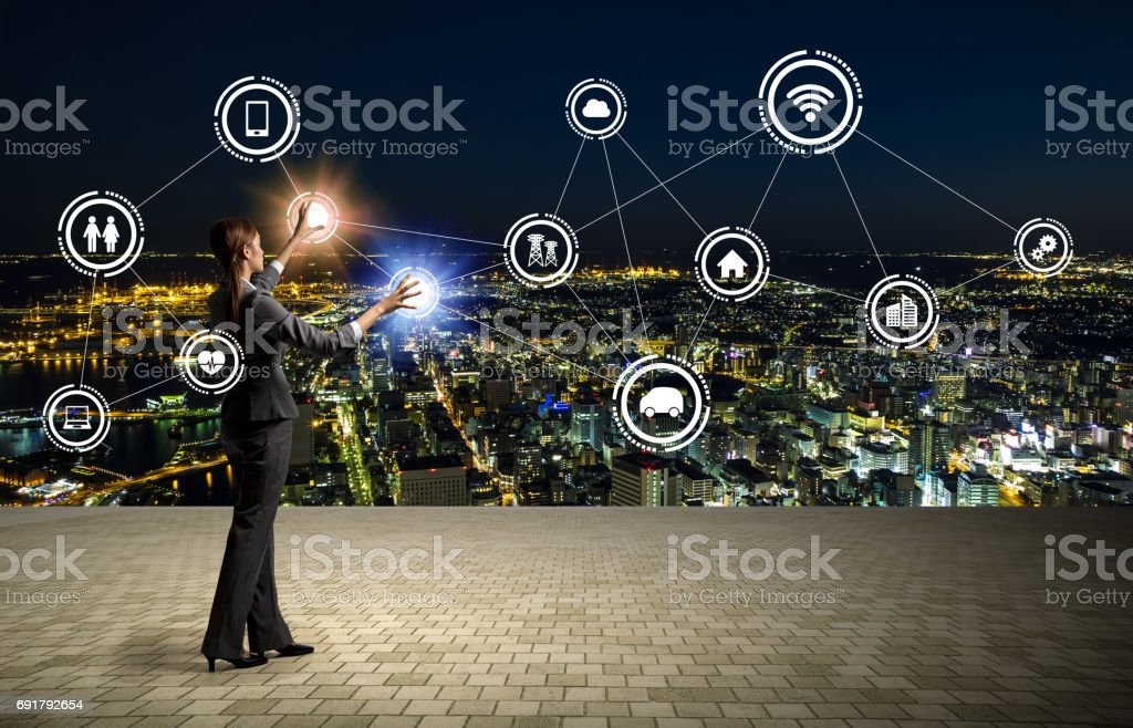 paysage urbain moderne et homme d'affaires, Internet of Things, Information Communication Technology, abstract visual image - Photo