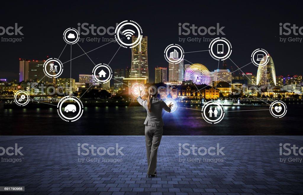 modernen Stadtbild und Geschäftsmann, IoT (Internet der Dinge), IKT (Informations-und Kommunikationstechnologie), abstrakte Bild visual – Foto