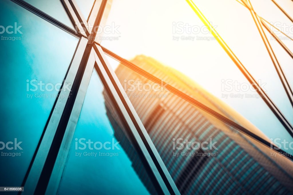 Modern commercial building with sun ray reflection in window – Foto