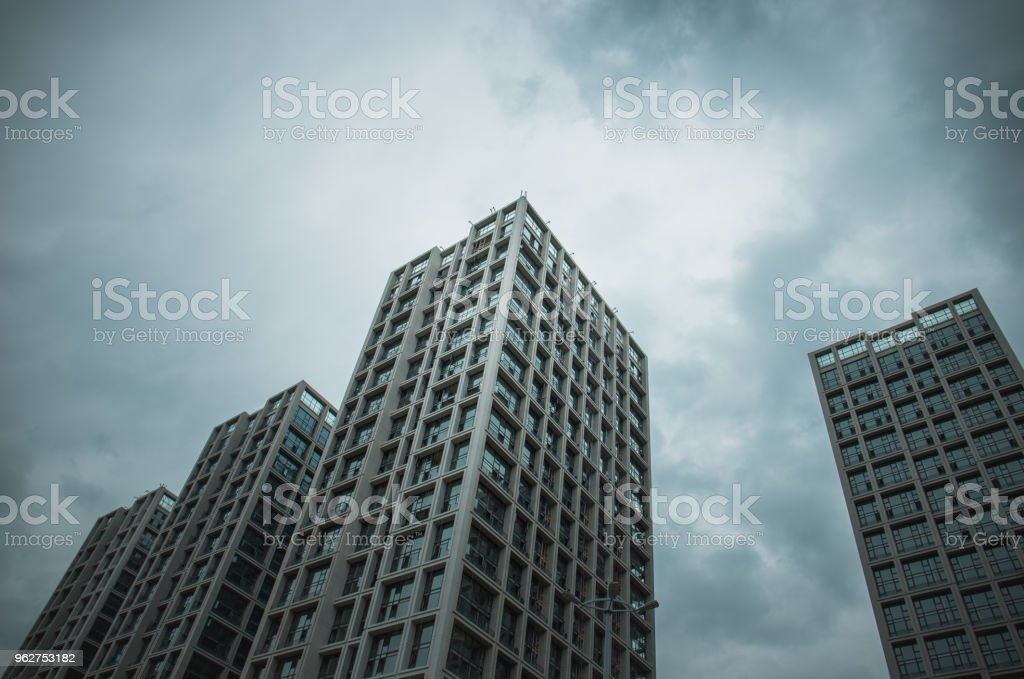 Modern commercial office building in downtown - Foto stock royalty-free di A forma di blocco