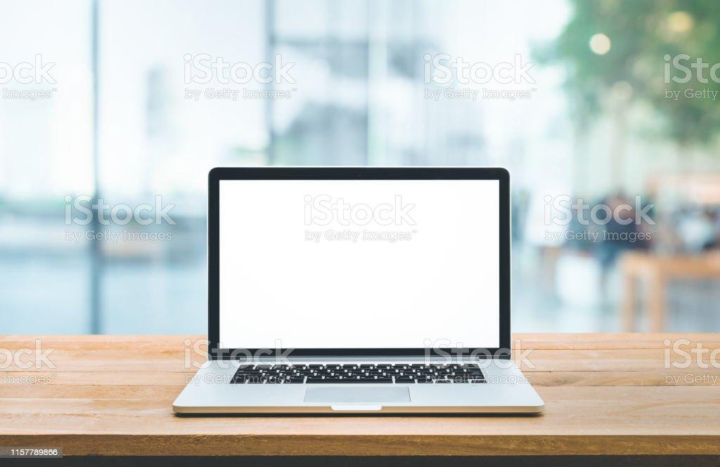현대 컴퓨터, 카운터 바 (소매점 상점)와 창보기에 빈 화면이있는 노트북 - 로열티 프리 건강관리와 의술 스톡 사진