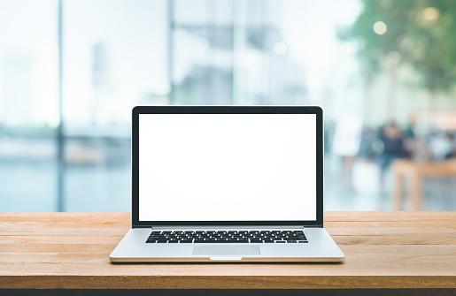 현대 컴퓨터 카운터 바 와 창보기에 빈 화면이있는 노트북 건강관리와 의술에 대한 스톡 사진 및 기타 이미지