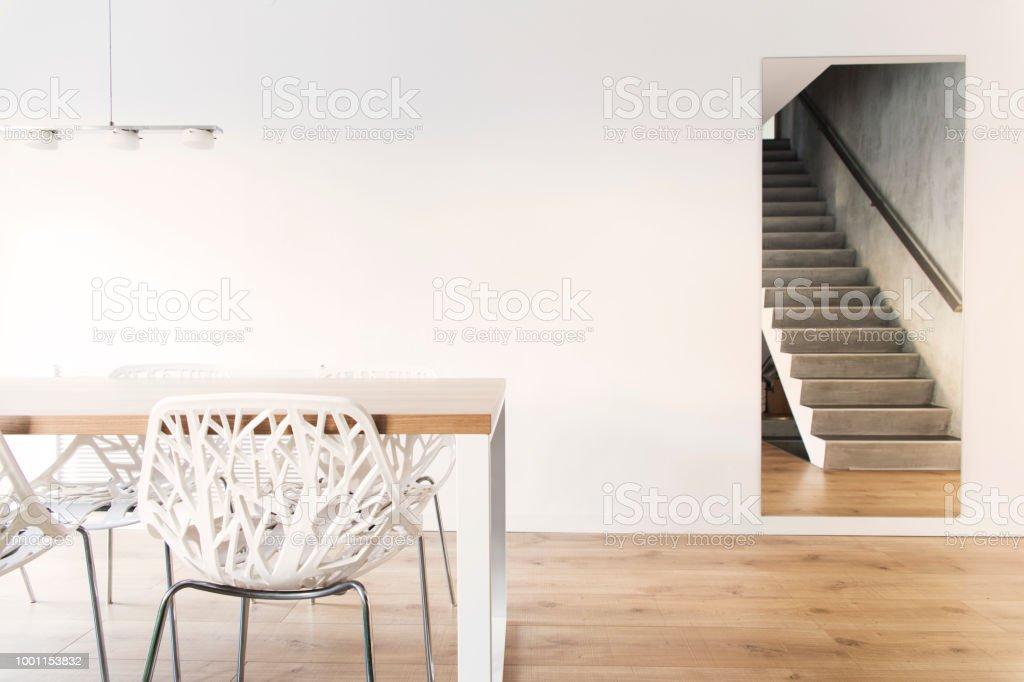 Merveilleux Concept Moderne De Lu0027espace Ouvert Avec Table En Bois, Chaises Design Et  Lampe