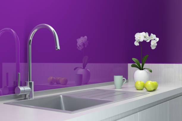 moderne zeitgemäße und minimalistische küche - küche lila stock-fotos und bilder