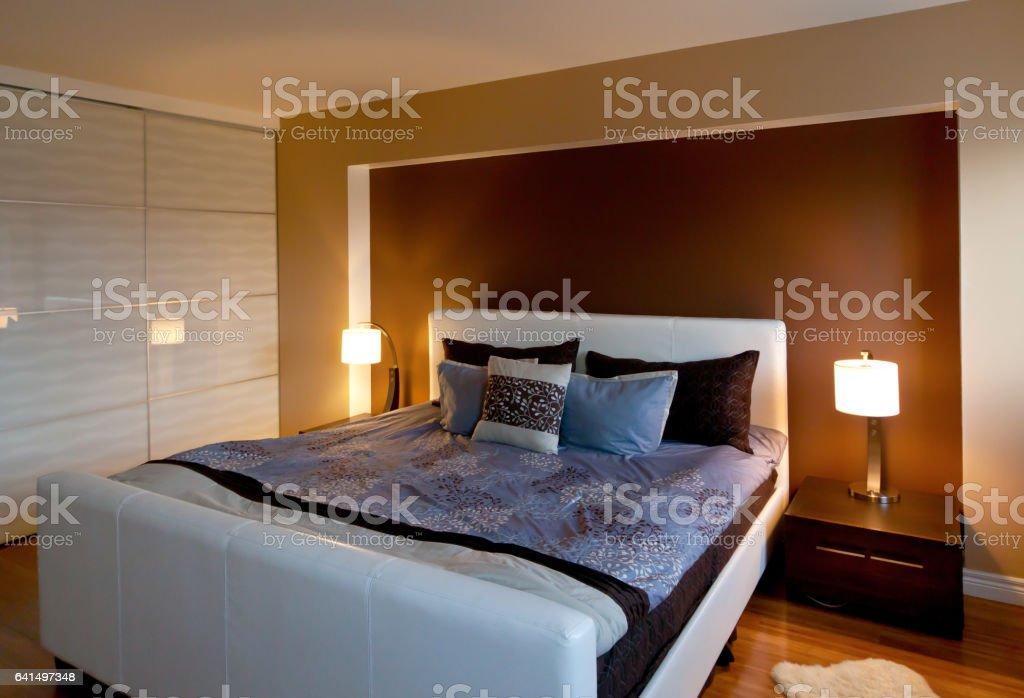 Moderne Zeitgenössische Wohnung Schlafzimmerinnenarchitektur Nach ...