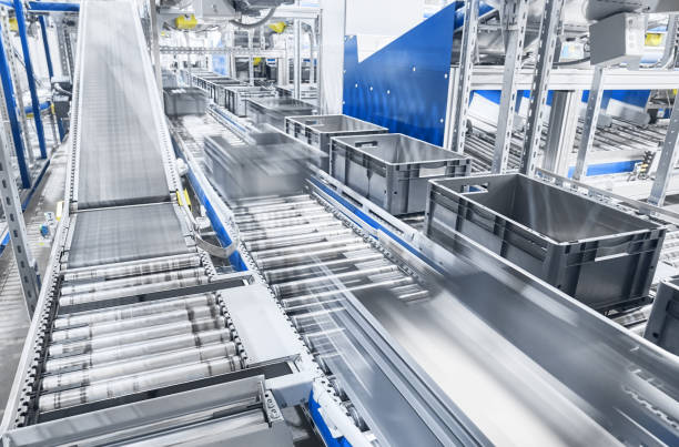 modern conveyor system with boxes in motion. - taśma produkcyjna zdjęcia i obrazy z banku zdjęć