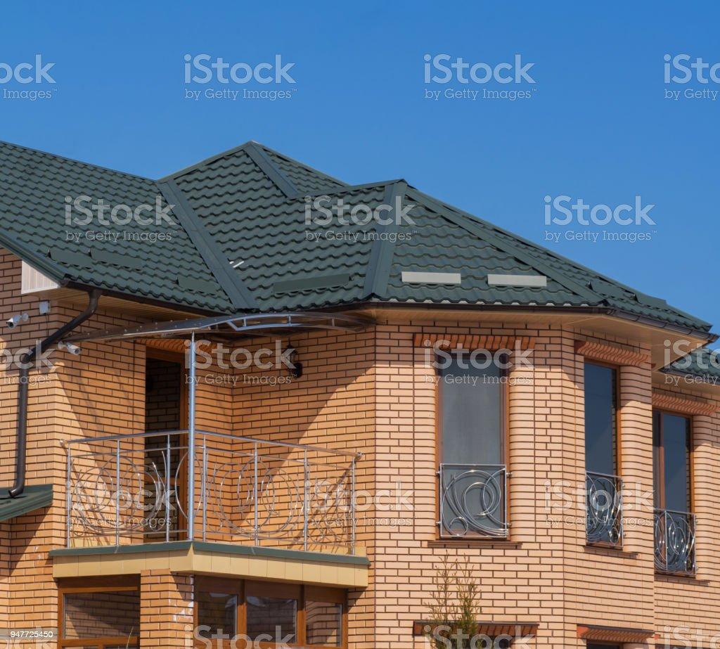 Foto De Moderna Casa Com Varanda E Tijolo De Fachada Fundo Do Ceu Azul E Mais Fotos De Stock De Arquitetura Istock