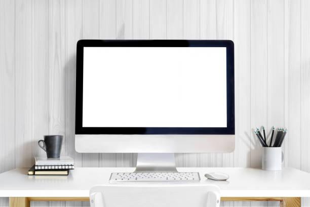moderne kreative designer arbeitsplatz mit desktop-computer auf weißen tisch. mock-up - schmaler tisch stock-fotos und bilder