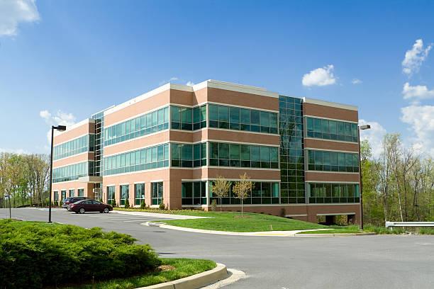 moderno edifício de escritórios em formato cúbico, estacionamento, subúrbio de maryland, eua - arranha céu - fotografias e filmes do acervo