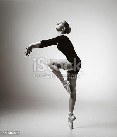 istock Modern dancer 472097543