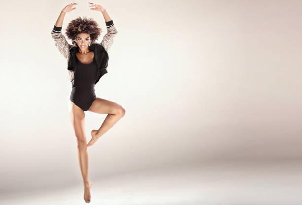 moderne tänzer im studio. - tanz make up stock-fotos und bilder