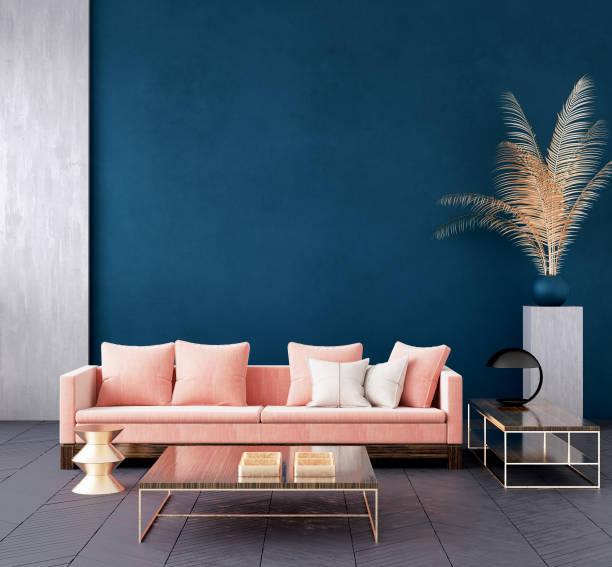 modernes dunkelblaues wohnzimmer-interieur mit rosa farbcouch und goldenem dekor, wandmock hoch - hausmodell stock-fotos und bilder