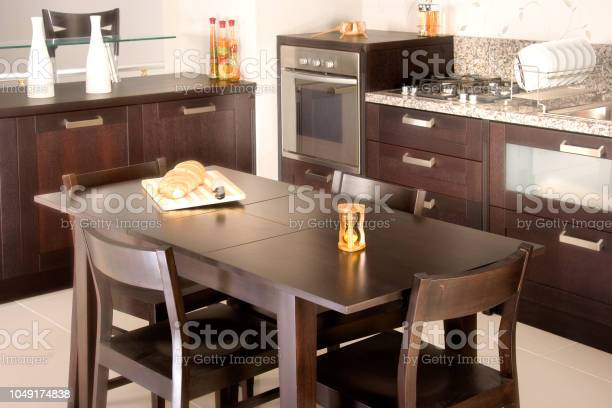 Modern domestic kitchen design picture id1049174838?b=1&k=6&m=1049174838&s=612x612&h=dykh9hedtu yylt 6niq7q1oux9gn09ydvncjtmdwh4=