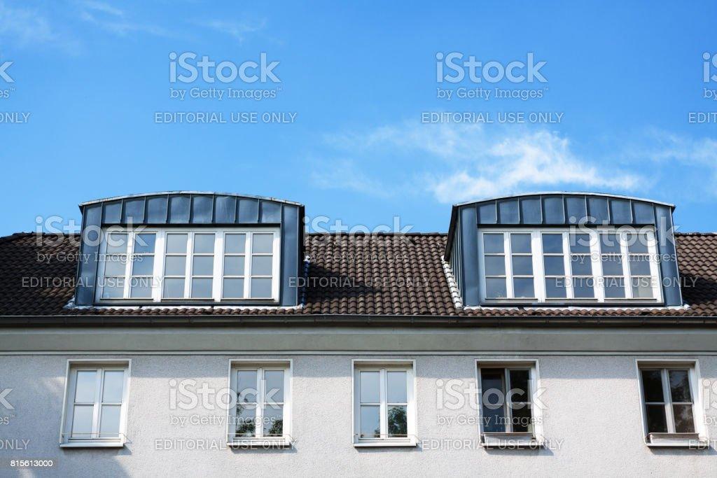 Photo de Lucarnes Modernes - Image Libre de Droit | iStock