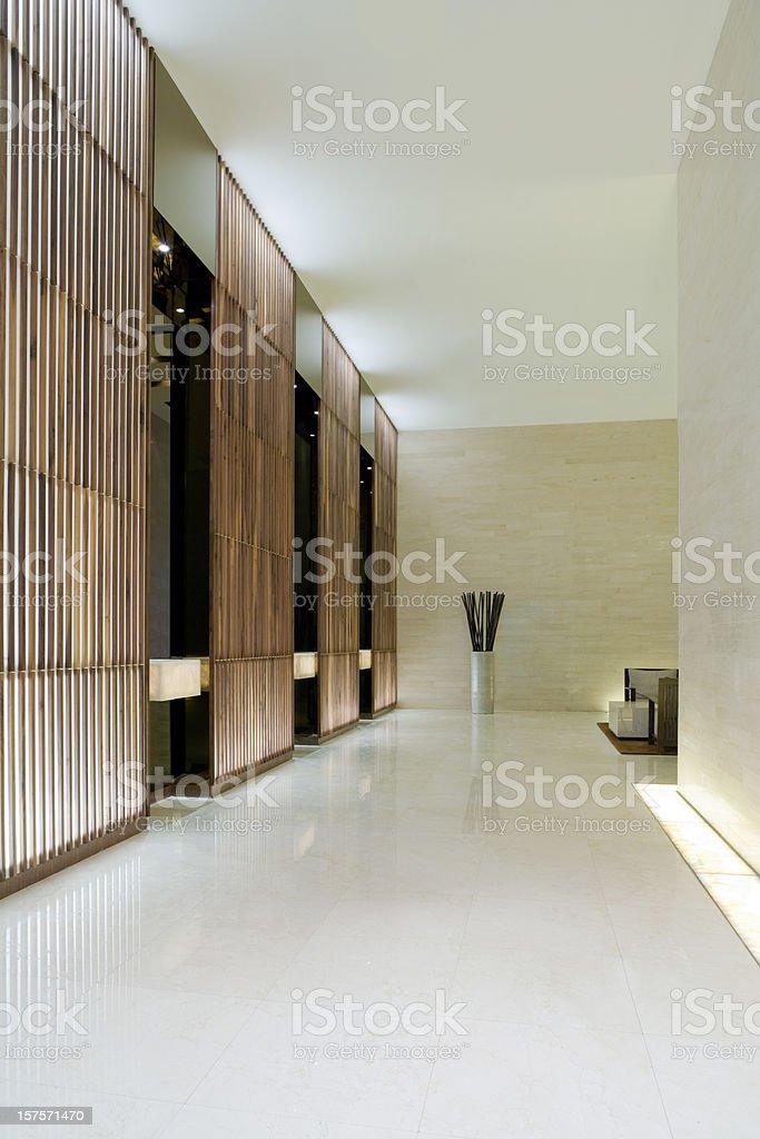 Moderne Aufzug in der Lobby – Foto