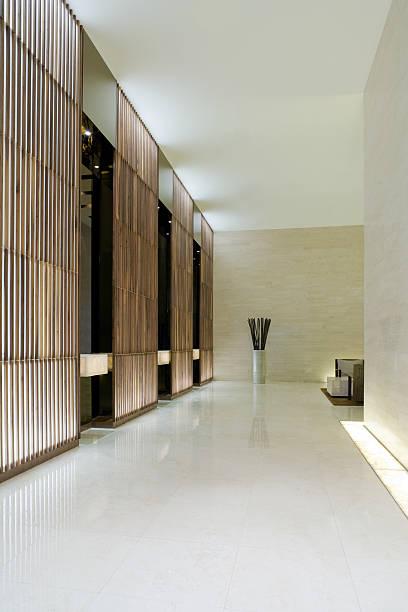 モダンなエレベーターロビー - 玄関ホール ストックフォトと画像