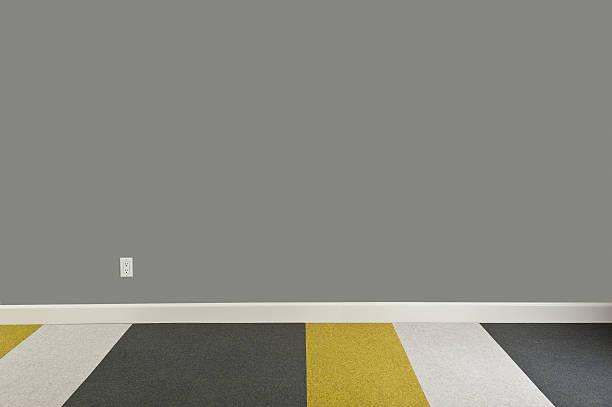 moderne leeren raum - graues büro stock-fotos und bilder