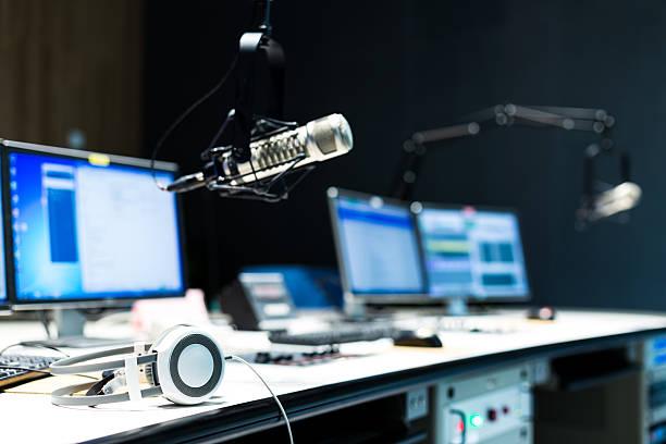 modern equipment in broadcast studio - poste de radio photos et images de collection