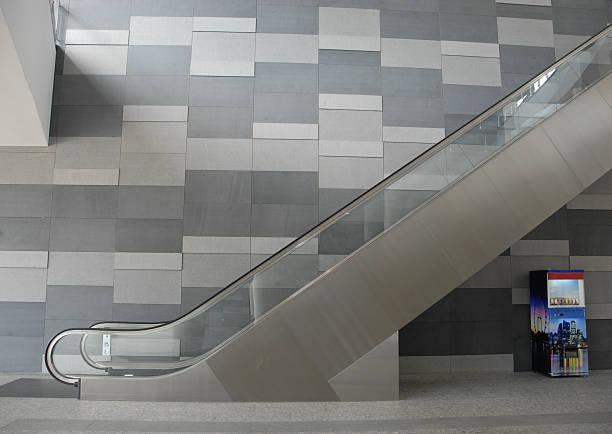 moderno ascensore e distributore automatico - escalator foto e immagini stock