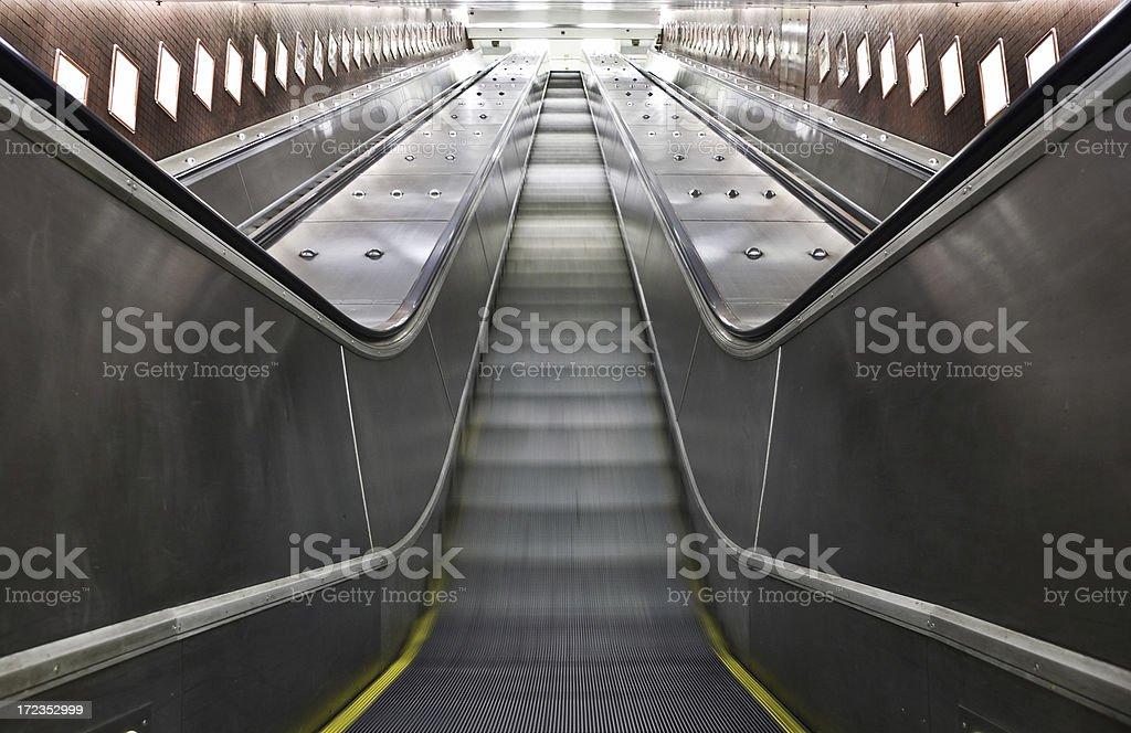 Moderna escalera mecánica foto de stock libre de derechos